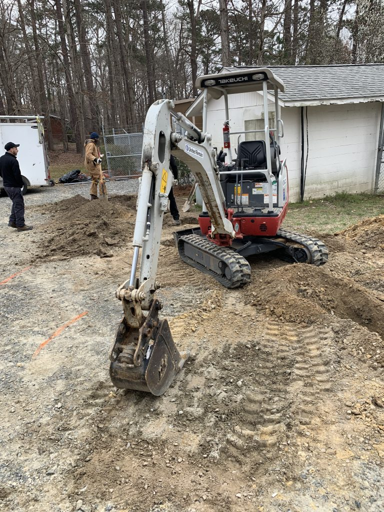 PROJECTS RF USA. Image 3.  Excavator used for trench fiber optic cable (06/03/2019)