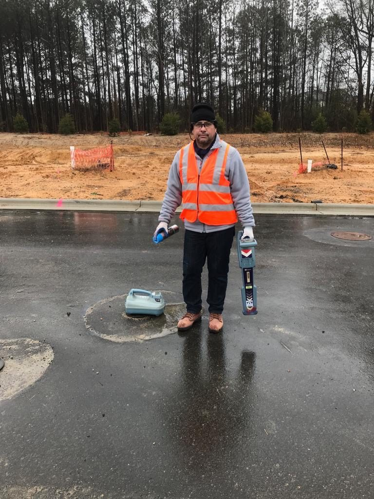 PROJECTS RF USA: Image 2. Worker with adequate wears (03/28/2019)