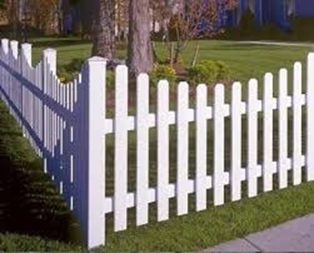 Image 2. A wooden fence model in elegant white (Internet - Aug2019). PROJECTSRFUSA
