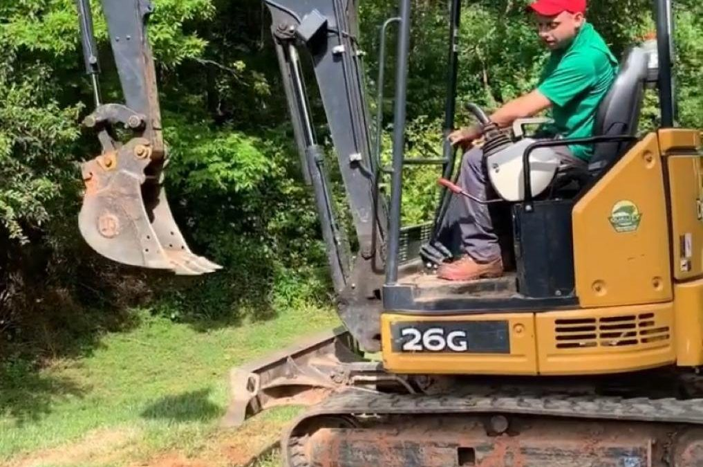 How to excavate by machine without damaging a public service. (step by step)